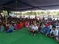 विभिन्न कालेजों के 600 कर्मचारियों ने दिया धरना