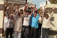 अधीक्षण अभियंता के गोद लिए गांव में तीन दिन से बिजली गुल