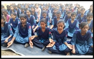 विश्व योग दिवस पर स्कूली बच्चों ने किया योग
