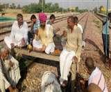 राजस्थान में आरक्षण की मांग,  रेलवे ट्रैक पर चाय-पकौड़ी के साथ जुटे जाट नेता