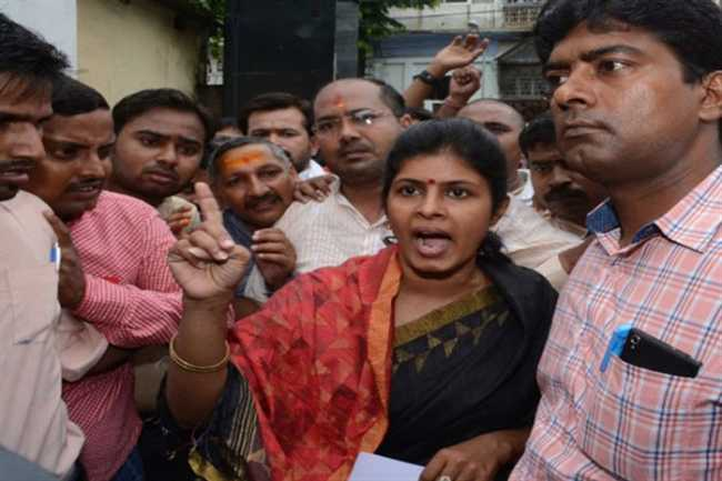police provided security to swati singh threatens the life to Mayawati