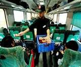 कैग की रिपोर्ट पर रेलवे की सफाई, खाने को लेकर ये है नई कैटरिंग पॉलिसी