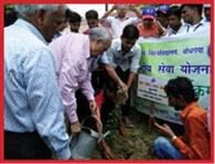 ग्रीन-क्लीन यूनिवर्सिटी संकल्प के साथ किया गया पौधरोपण