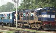 many applicants went to Faizabad by sitting on the roof of bus and train