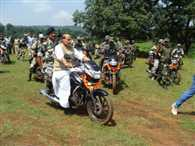 Rajnath drive bike in Saranda