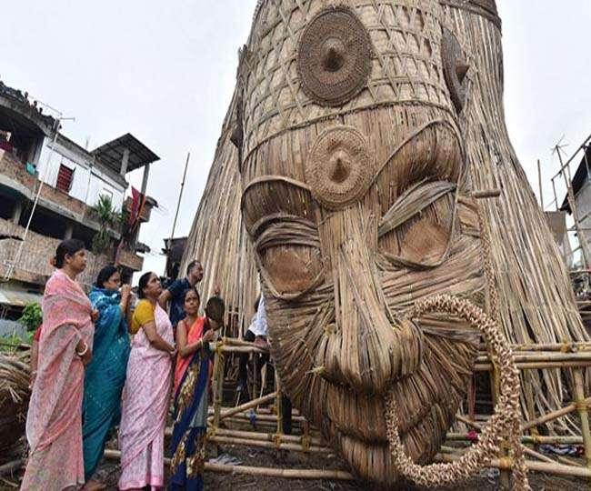 Image result for गुवाहाटी में बन रही दुनिया की सबसे ऊंची बांस की दुर्गा प्रतिमा