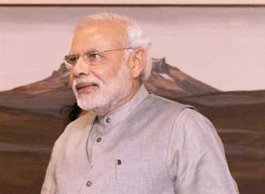 Modi visits Siachen to meet soldiers on Diwali