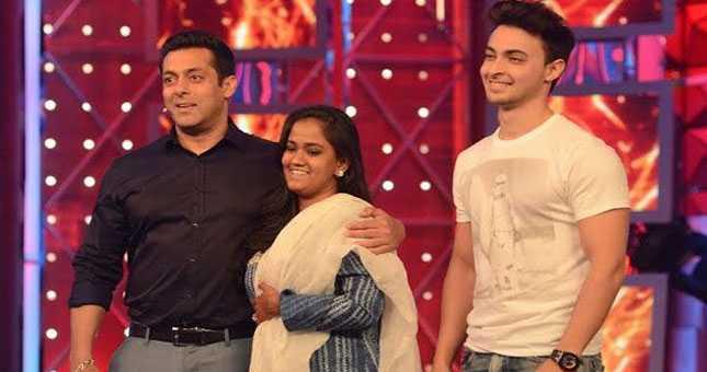 Arpita and Aayush visits Salman's reality show