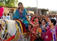 Bride goes on horse to groom's house