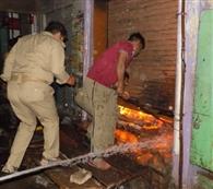 दो दुकानों में आग, दस लाख का माल जला