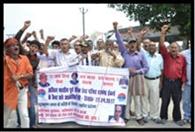 कुलभूषण जाधव के समर्थन में पूर्व सैनिकों ने किया प्रदर्शन