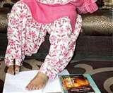 हादसे ने हाथ छीने तो डॉ. सुनीता ने पैरों से लिखी तकदीर