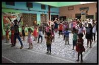 बच्चे सीख रहे घुड़सवारी और संगीत