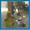 रिपोर्ट दर्ज कराने को थाने के चक्कर काट रही महिला