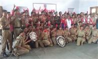 पुरस्कृत किए गए छात्र सैनिक