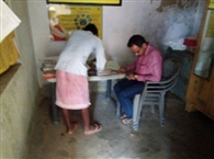 निरीक्षण के दौरान तौलिया में ही पहुंच गए शिक्षक