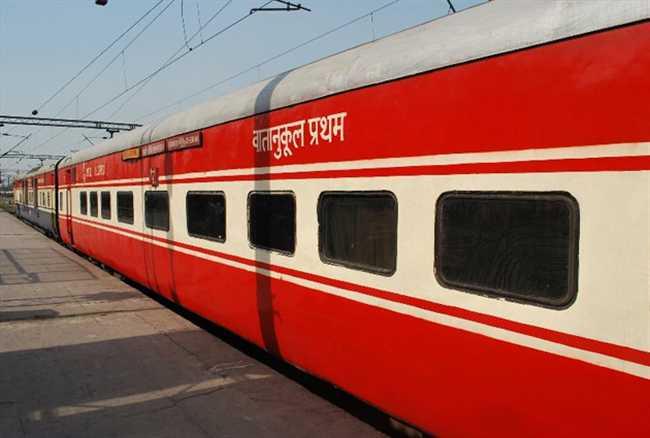 Railway is planning to start radio in thousand Trains