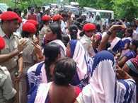 Nitish's convoy stopped in Motihari, Ruckus-baton