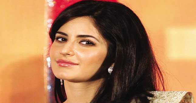 Rishi Kapoor a living legend, says Katrina Kaif