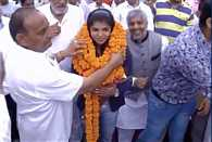 Rio bronze medallist Sakshi Malik comes back to a grand welcome