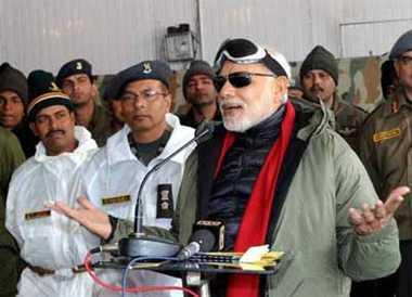 Modi visits Siachen to meet soldiers on Diwali