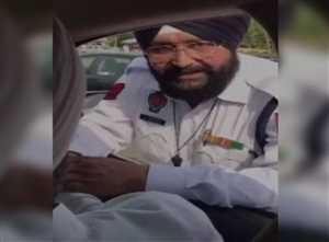 पंजाब के मंत्री मनप्रीत बादल ने पकड़ा घुसखौर पुलिसकर्मी