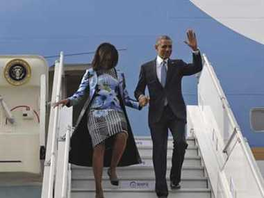Michelle Obama arrives in Indian dress in Delhi