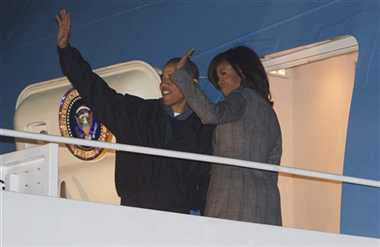 Obama leaves for India with wife Michelle, to reach New Delhi today