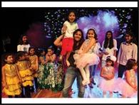 बच्चों की हौसलाअफजाई को पहुंची गीता और बबीता फौगाट