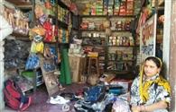 चार दुकानों में चोरों का धावा