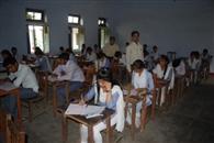विवि की परीक्षा में गुपचुप तरीके से हो रही नकल