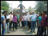 विपाशा के पिता का आमरण अनशन जारी, पहुंचे डीएसपी