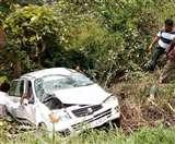बीस दिन बाद उसी स्थान पर खाई में गिरी कार, चार घायल