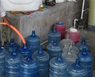 मिनरल वाटर नहीं, दूषित पानी पी रहे आप