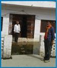 बैंक परिसर व घरों में घुसा गंदा पानी