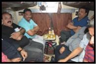जीआरपी ने एसी कोच में शराब पीते पकड़े छह लोग