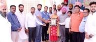 लॉयंस क्लब ने किया छात्रा हरमनजोत का सम्मान
