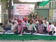बीएसएनएल कर्मियों ने की भूख हड़ताल