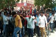 students Uproar outside at Symbiosis in Noida