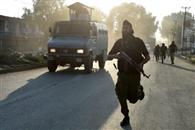 सीआरपीफ पर आतंकी हमला, सब इंस्पेक्टर शहीद, दो जवान घायल