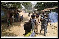 गिरफ्तारी के खिलाफ सड़क जाम, फ्लैग मार्च