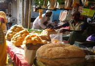 ईद को लेकर लोगों ने की जमकर खरीददारी