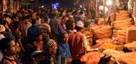 ईद आज, बाजारों में जमकर हुई खरीदारी