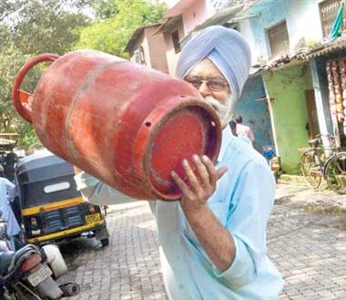 gas companies plans to watch cylinder bookng