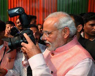 PM Narendra Modi to Meet Journalists Over Tea Today