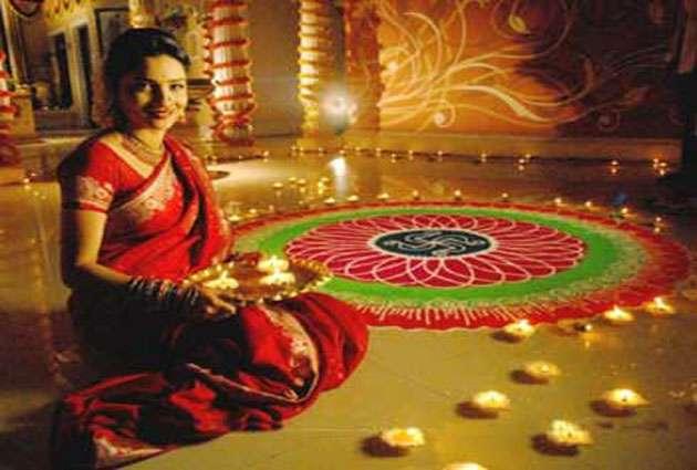 Image result for दीवाली के दिन घर के मंदिर के साथ-साथ आंगन में भी दीया