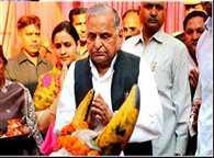 like CHARACTER of mangal Pandey can not teach patriotism to Aamir : Aparna