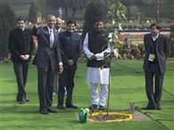 visitors of rajghat want to see obama's gyanvriksh