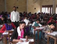 17 परीक्षार्थियों ने छोड़ी परीक्षा, एक रिस्टीकेट