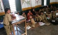 मासाहब घर में, बच्चों का भविष्य लटका अधर में